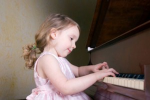 380x254xgirlpiano.jpg.pagespeed.ic.RMD5OBlE7D
